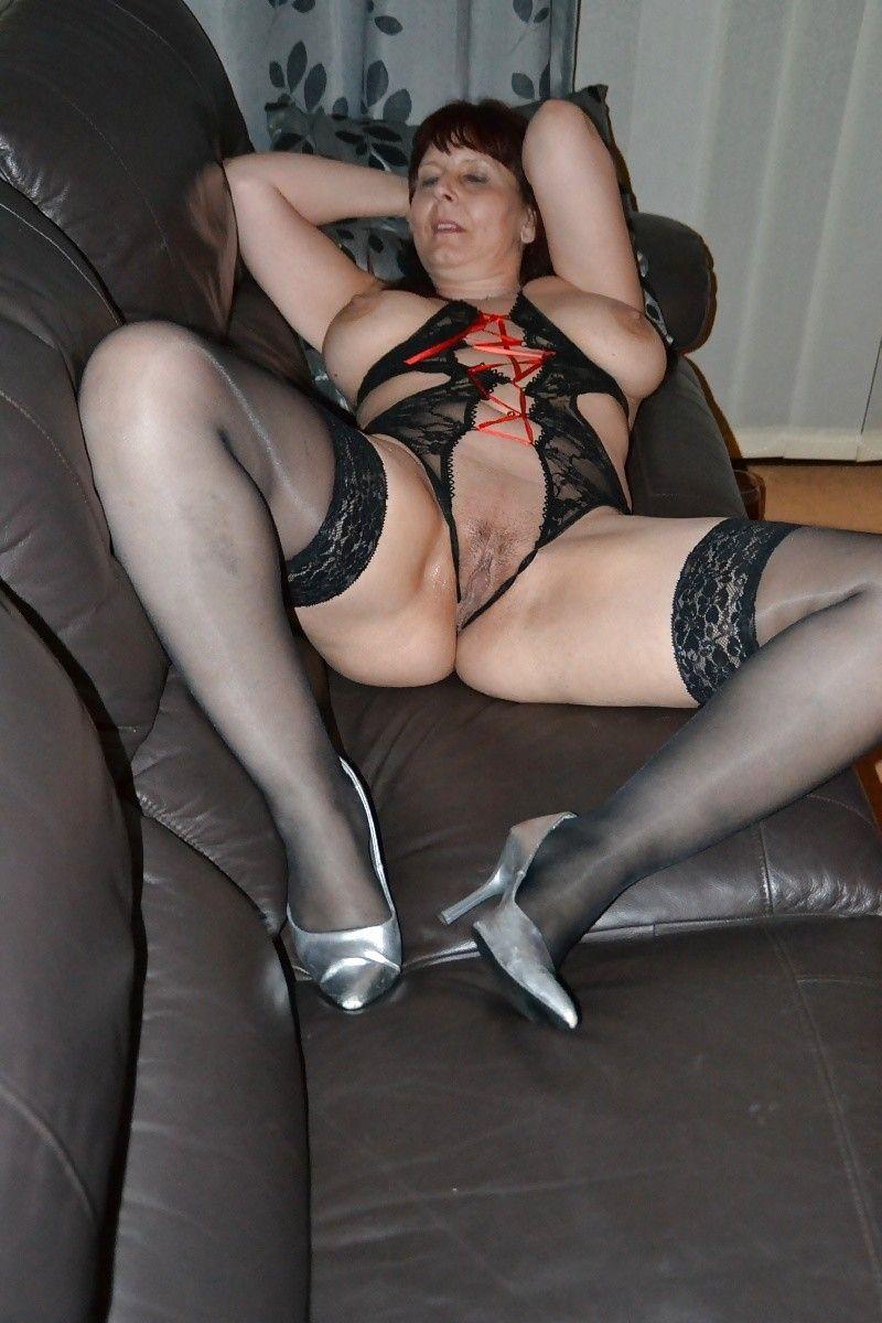 Curvy German Mom
